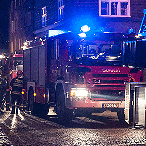 Strażacy obudzili lokatora
