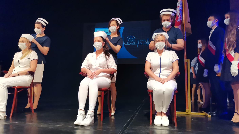 Czepkowanie pielęgniarek kształcących się na PWSZ w Raciborzu.