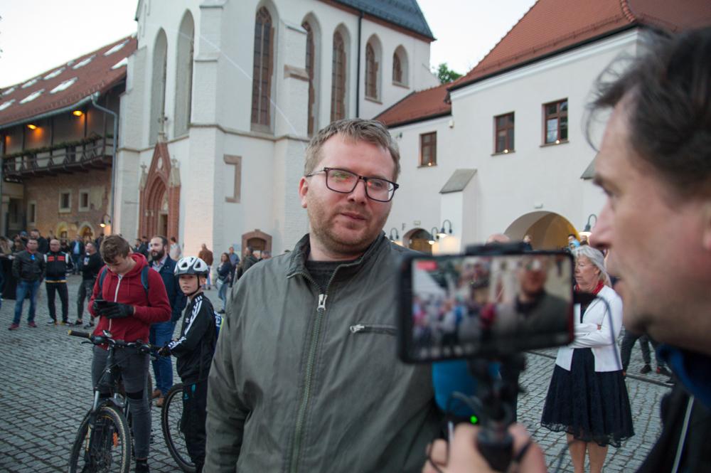 - Dziś liczę na troszkę więcej elektroniki - mówi Marek Walczuch na kilka minut przed rozpoczęciem koncertu.
