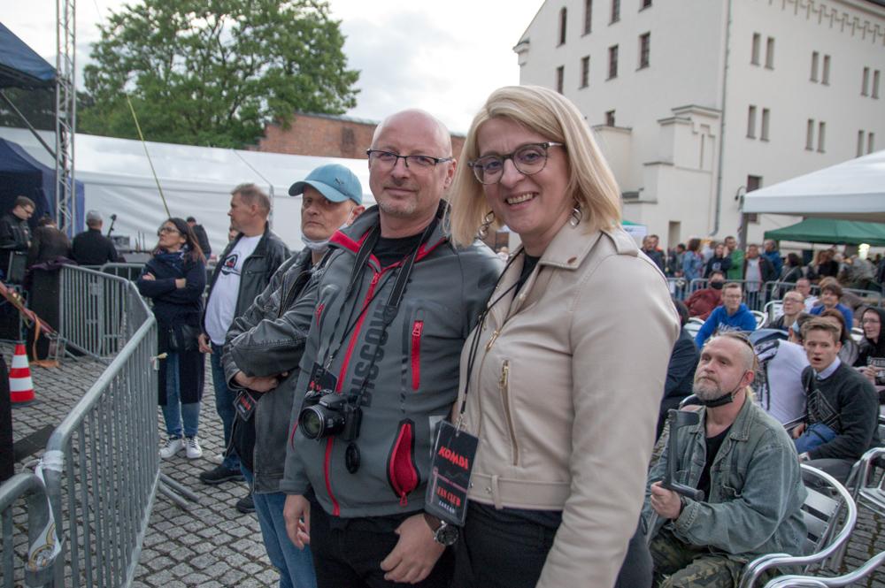 Jarosław Dobrowolski przyjechał do Raciborza z Bełchatowa, natomiast Katarzyna Budziłek-Jurek z Piekar Śląskich. Byli tu po raz pierwszy. - Piękne i sympatyczne miasteczko, jesteśmy zachwyceni, wręcz zdziwieni - powiedzieli nam fani Kombi.