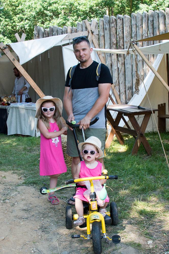 Robert Macheta z córkami Marysią i Mają to stali bywalcy Arboretum Bramy Morawskiej. Po wizycie na festiwalu udadzą się do mini zoo (Marysia ma w woreczku marchewkę dla osiołka) - Fajnie, że ta impreza tak się rozrosła. Widać, że kryzys w ogóle nie zaszkodził organizatorom - mówi Robert.