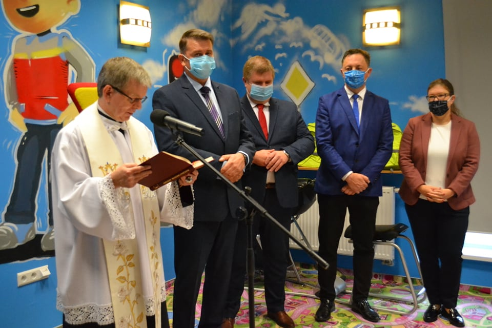 Na zdjęciu (od lewej) ksiądz Andrzej Biszczak, dyrektor WORD Janusz Freitag, wicemarszałek Wojciech Kałuża, radni sejmiku śląskiego, Jarosław Szczęsny i Julia Kondracka