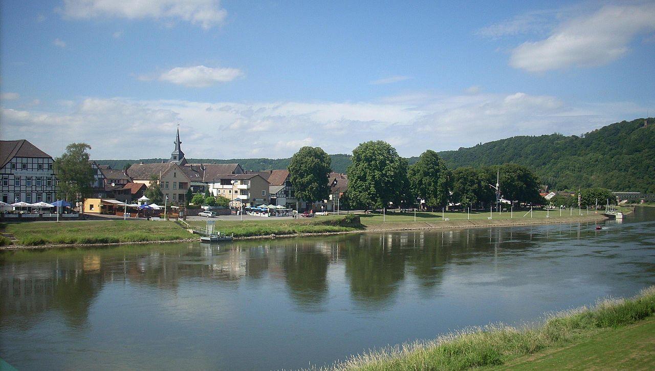 Widok na Bodenwerder (źródło: Rabanus Flavus, domena publiczna).
