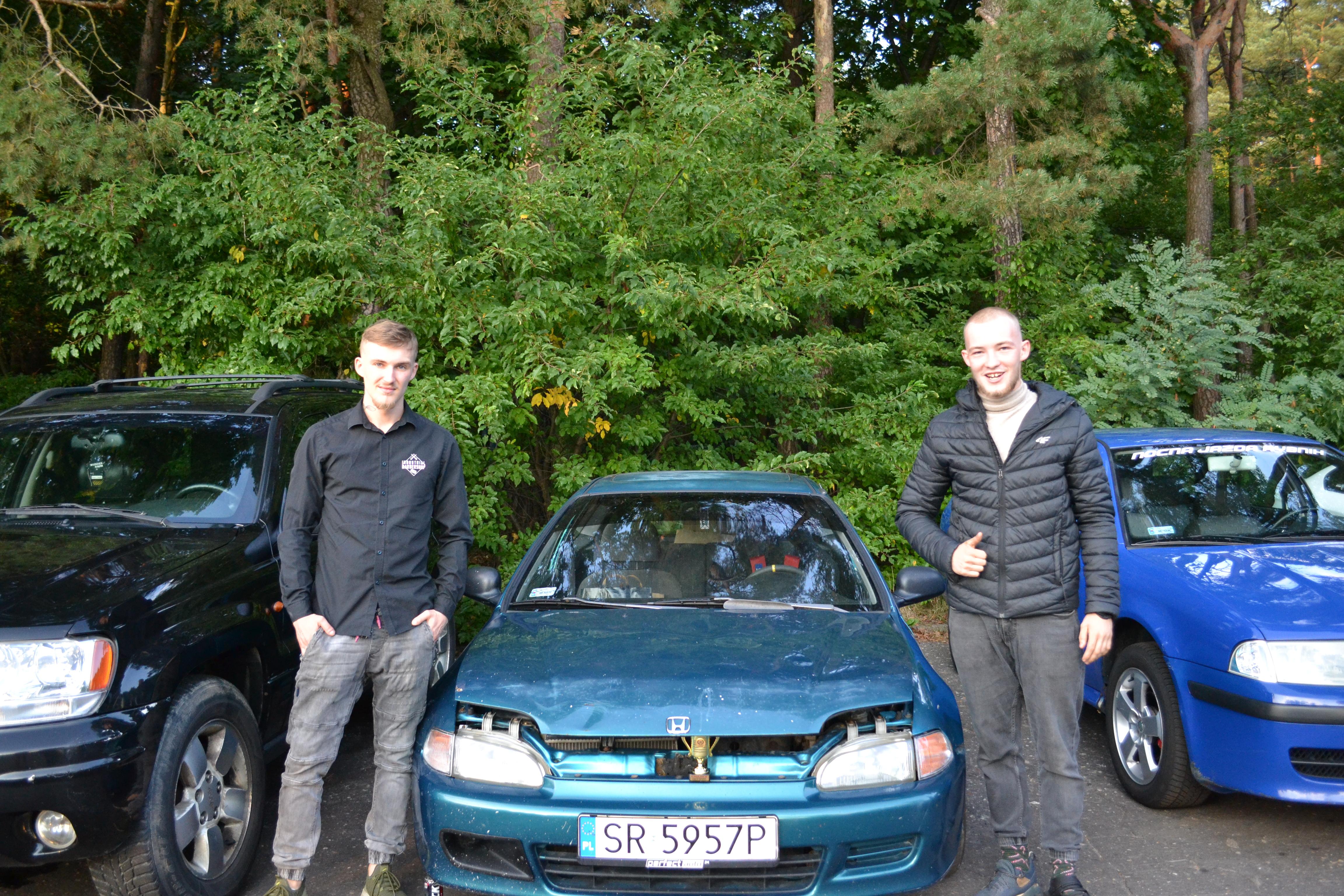Zwycięzca konkursu na największego gruza, (po prawej) Jakub