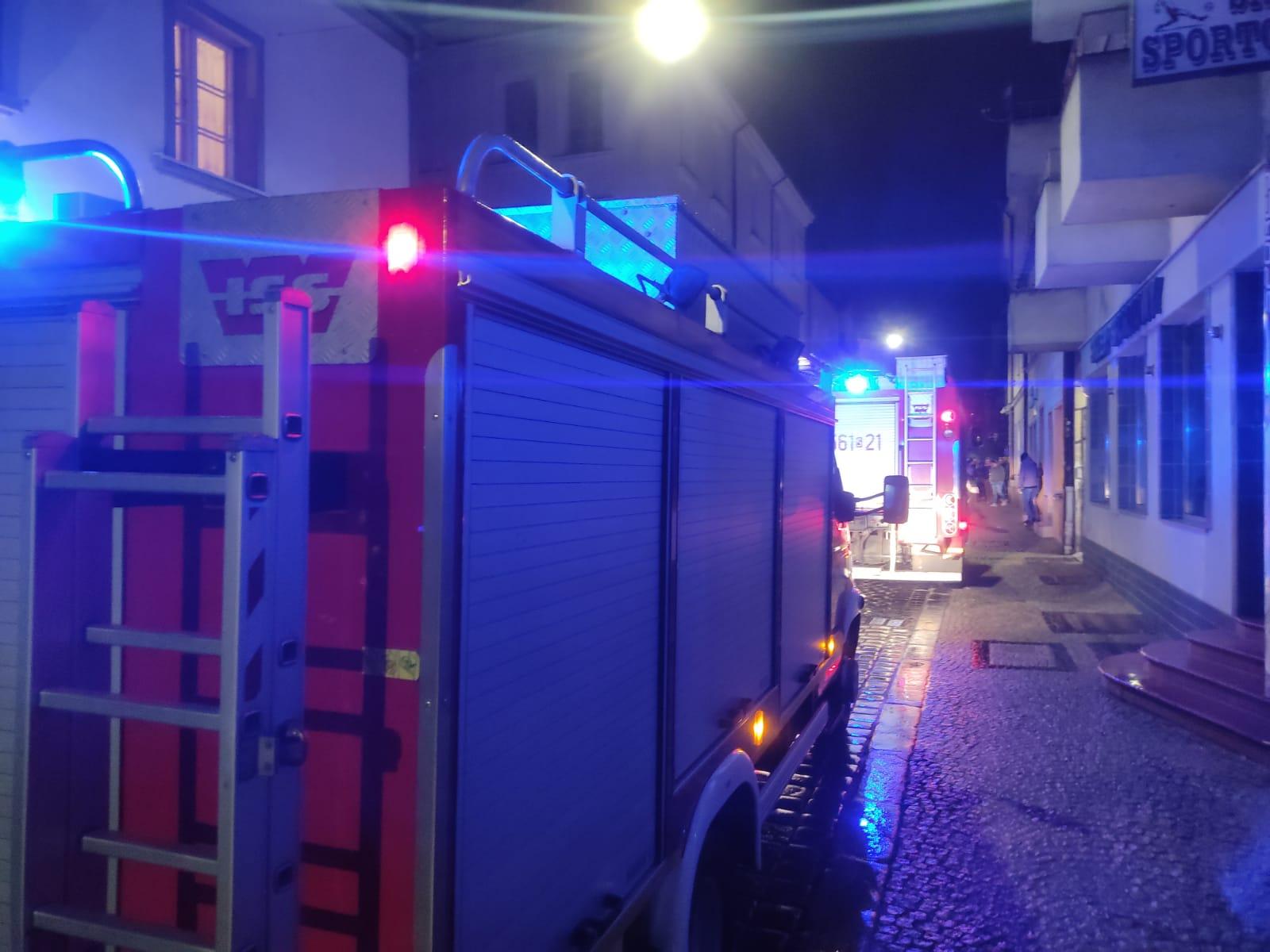 Interwencja strażaków w kamienicy przy ul. Chopina w Raciborzu.